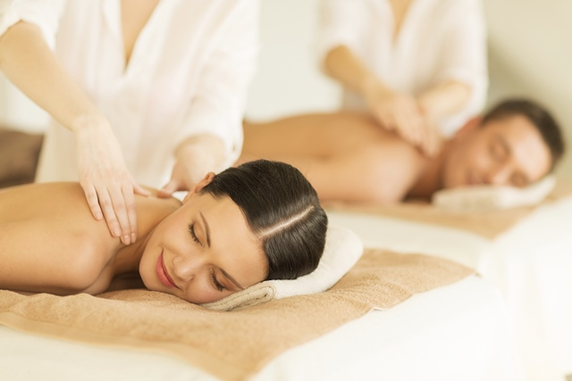 Deze afbeelding heeft een leeg alt-attribuut; de bestandsnaam is duo-massage.jpg