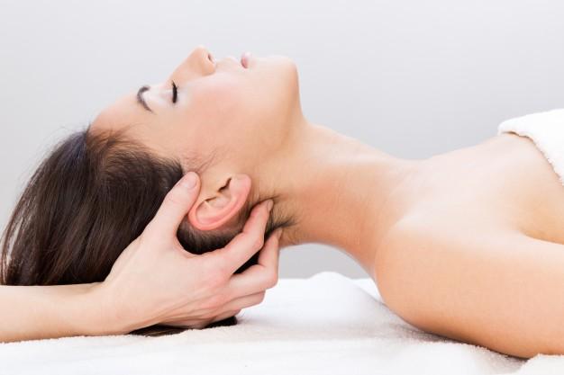 Deze afbeelding heeft een leeg alt-attribuut; de bestandsnaam is body-spa-relax-women-room_1301-3267.jpg
